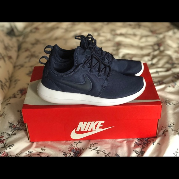 Womens Nike Rosche Two- Size 7